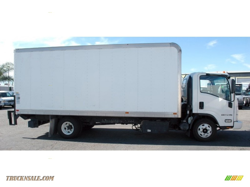 2011 N Series Truck NPR HD - Arctic White / Gray photo #2