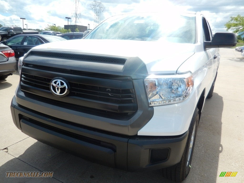 2017 Tundra SR Double Cab 4x4 - Super White / Graphite photo #1