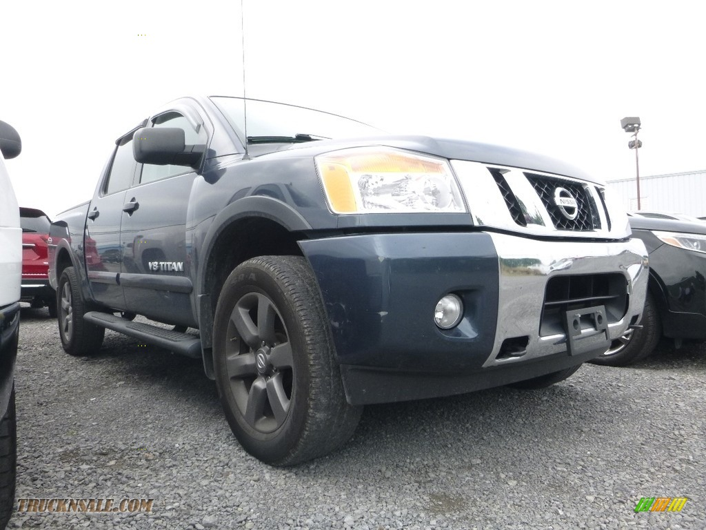 2015 Titan SV Crew Cab 4x4 - Arctic Blue Metallic / Charcoal photo #1