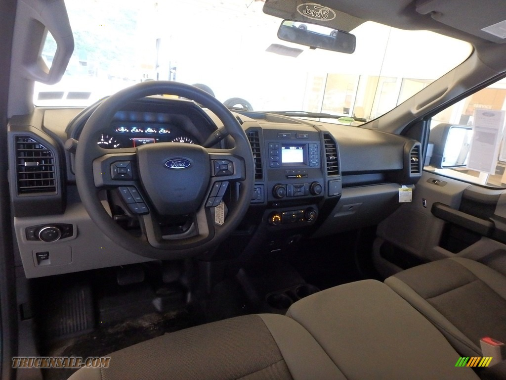 2018 F150 XL SuperCab 4x4 - Ingot Silver / Earth Gray photo #8