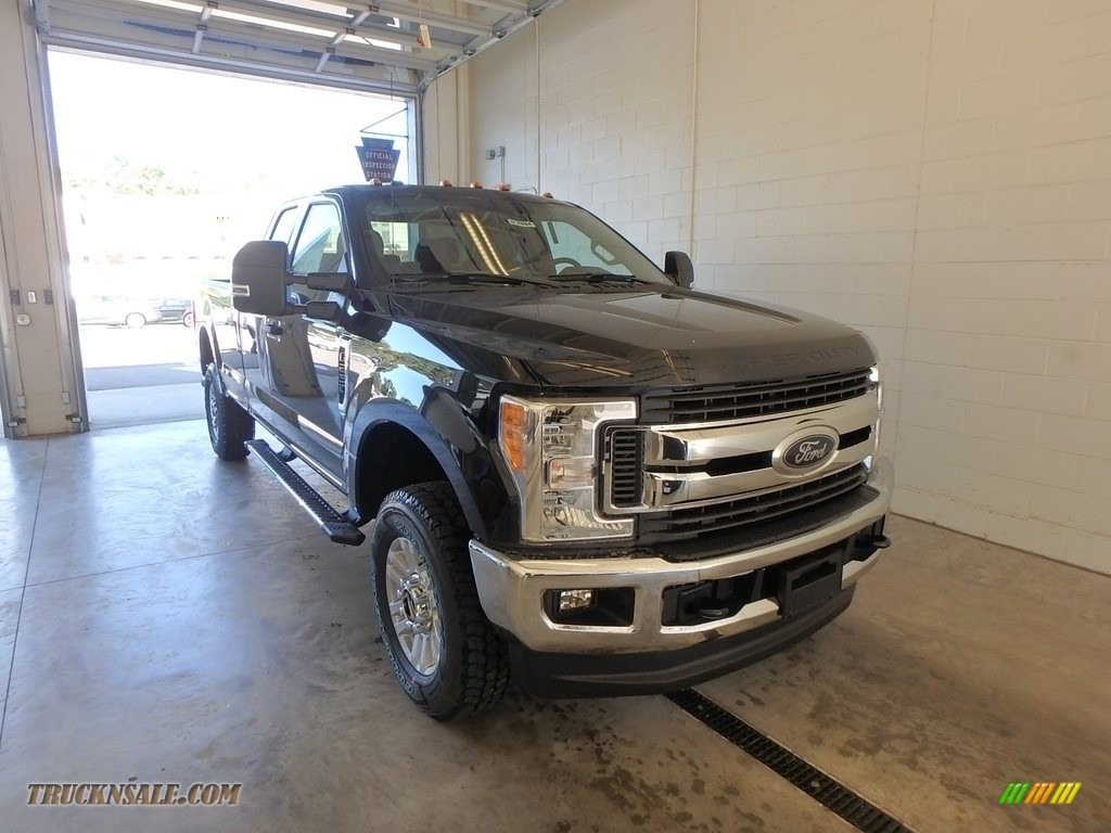 2017 F250 Super Duty XLT SuperCab 4x4 - Oxford White / Medium Earth Gray photo #1