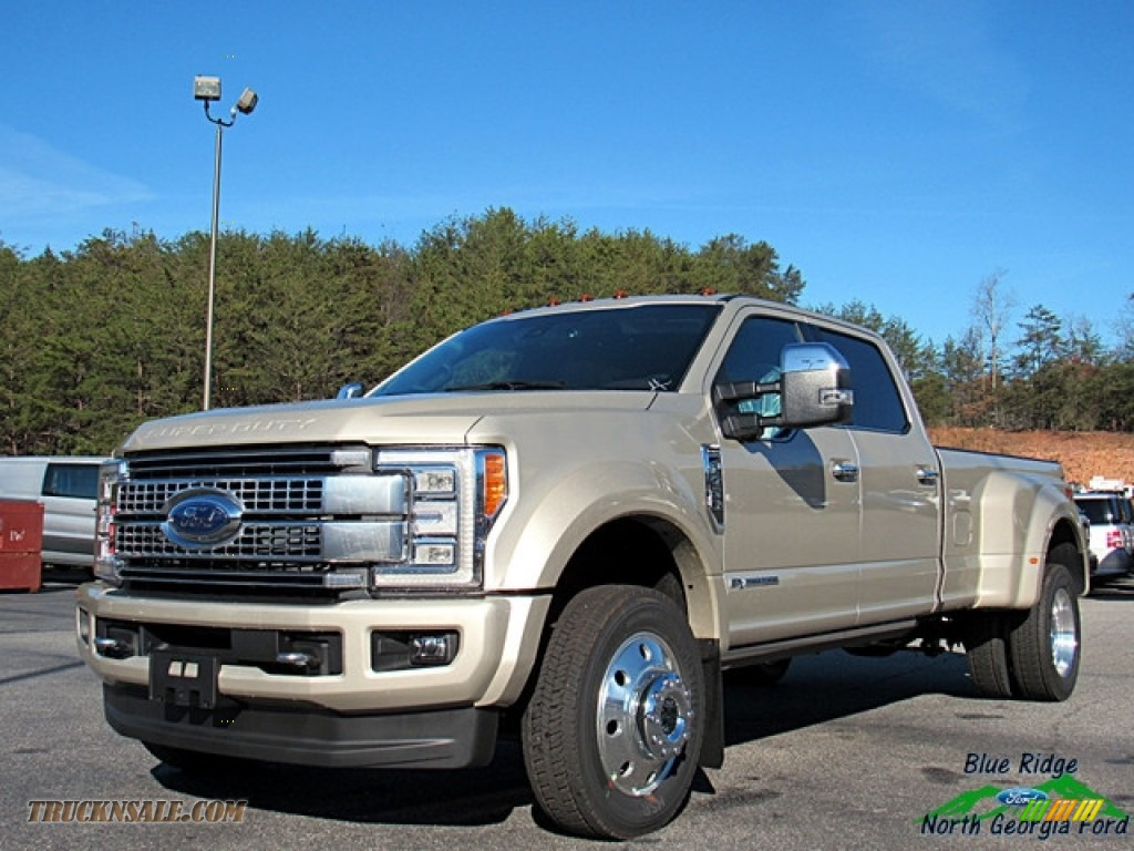 2017 F450 Super Duty Platinum Crew Cab 4x4 - White Gold / Black/Brunello photo #1