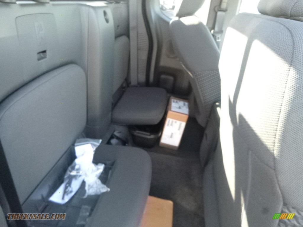 2018 Frontier SV King Cab 4x4 - Brilliant Silver / Graphite photo #12