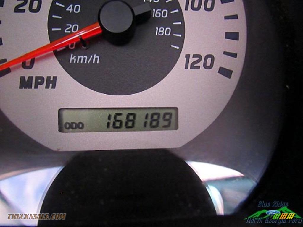 2004 Frontier XE V6 Crew Cab 4x4 - Red Brawn Metallic / Gray photo #17