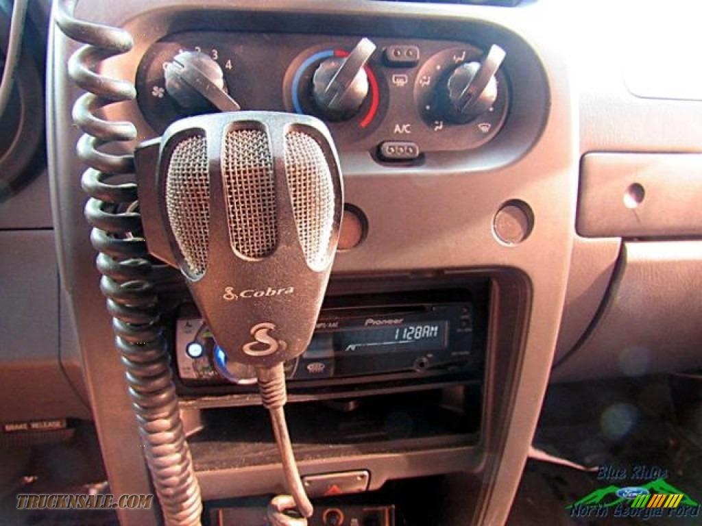 2004 Frontier XE V6 Crew Cab 4x4 - Red Brawn Metallic / Gray photo #19