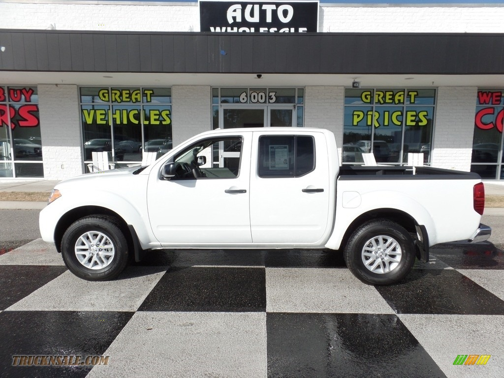 2017 Frontier SV Crew Cab 4x4 - Glacier White / Steel photo #1