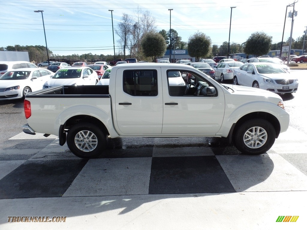 2017 Frontier SV Crew Cab 4x4 - Glacier White / Steel photo #3
