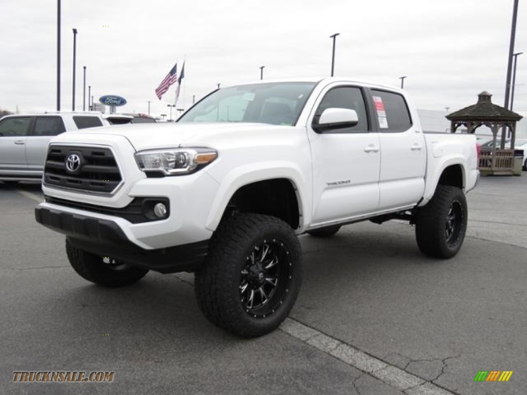 2017 Tacoma SR5 Double Cab 4x4 - Super White / Cement Gray photo #3