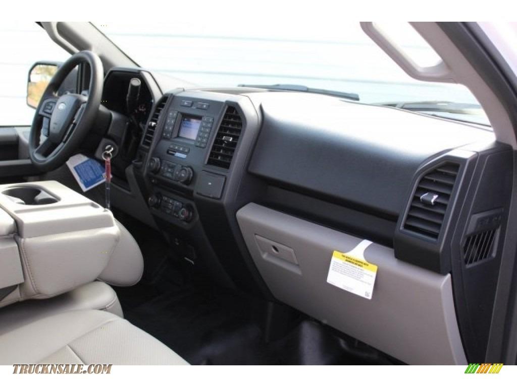 2018 F150 XL Regular Cab - Oxford White / Earth Gray photo #22