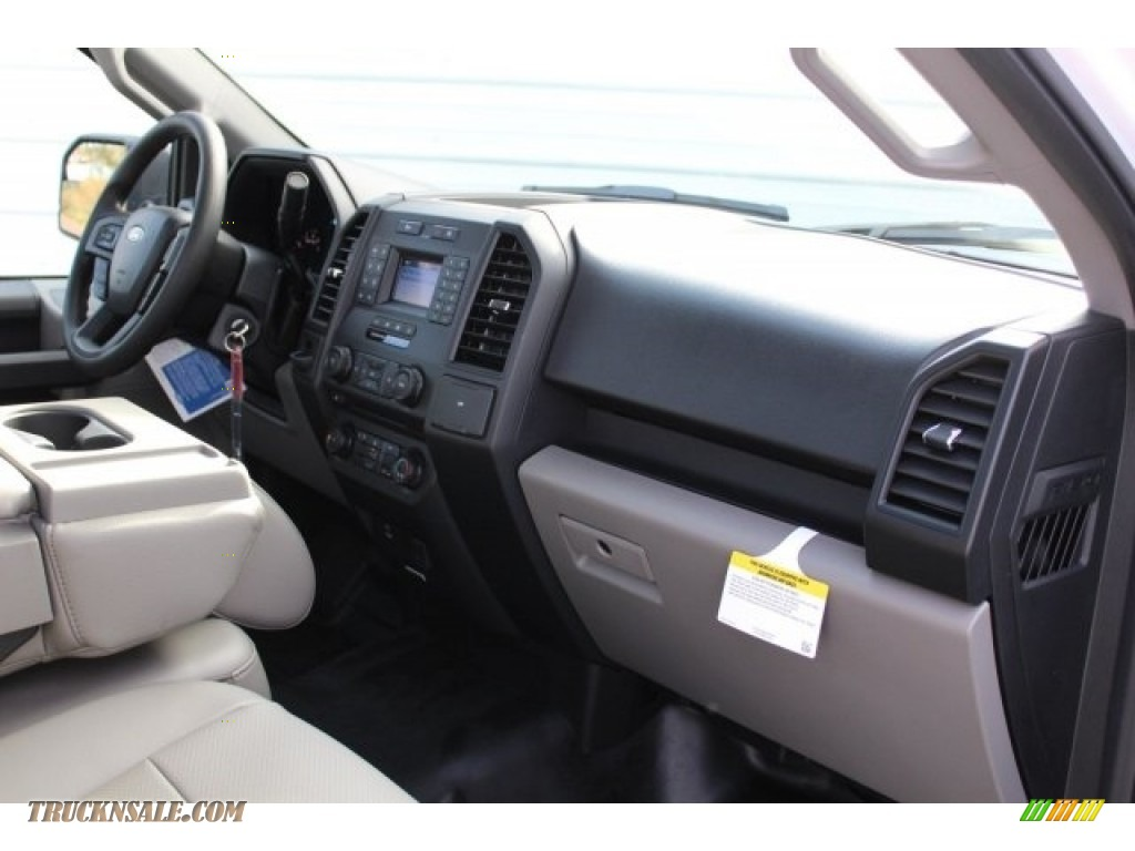 2018 F150 XL Regular Cab - Oxford White / Earth Gray photo #22