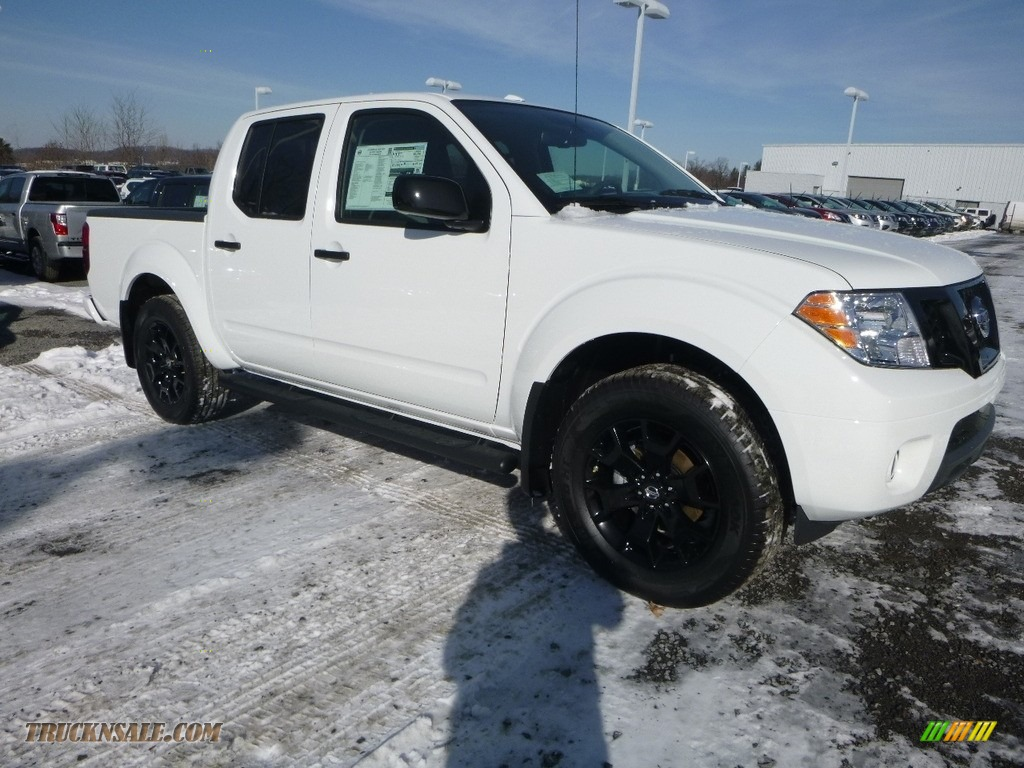 2018 Frontier SV Crew Cab 4x4 - Glacier White / Steel photo #1