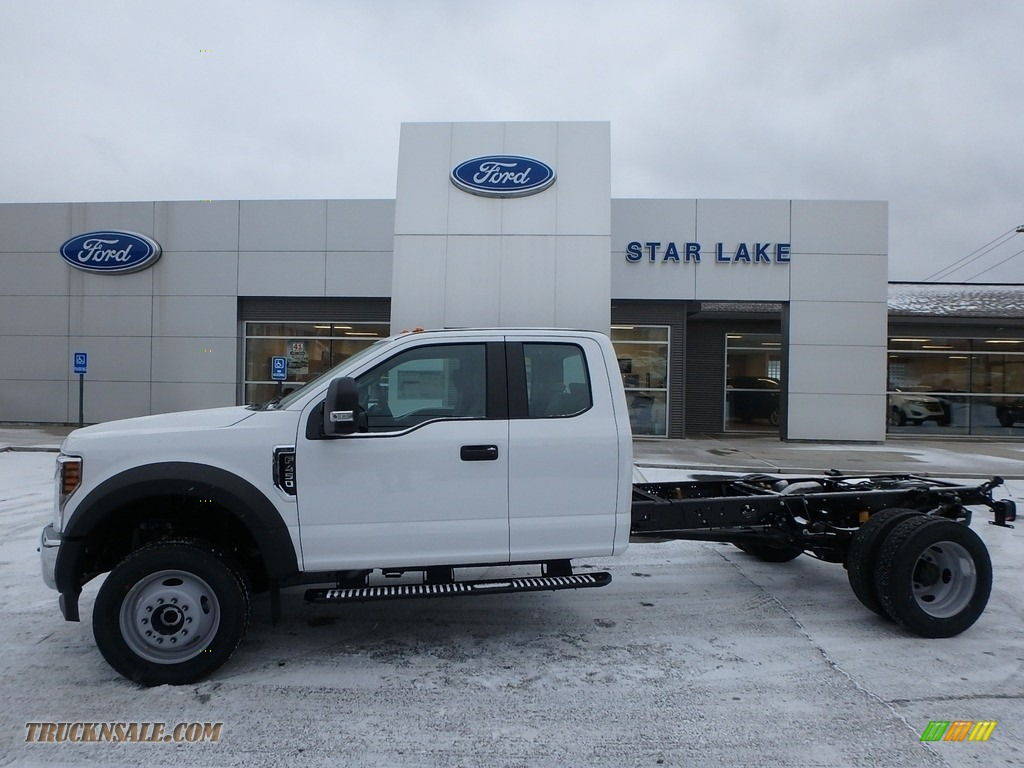 2018 F450 Super Duty XL SuperCab 4x4 - Oxford White / Earth Gray photo #1