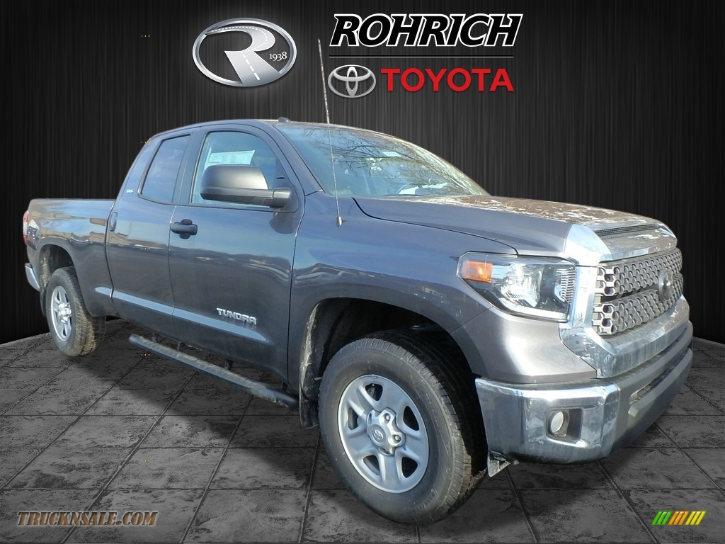 2018 Tundra SR5 Double Cab 4x4 - Magnetic Gray Metallic / Graphite photo #1