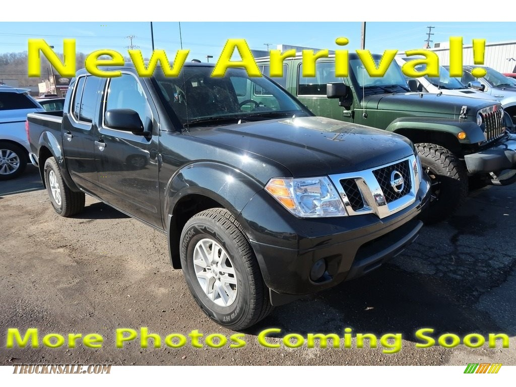 Magnetic Black / Graphite Nissan Frontier SV Crew Cab 4x4