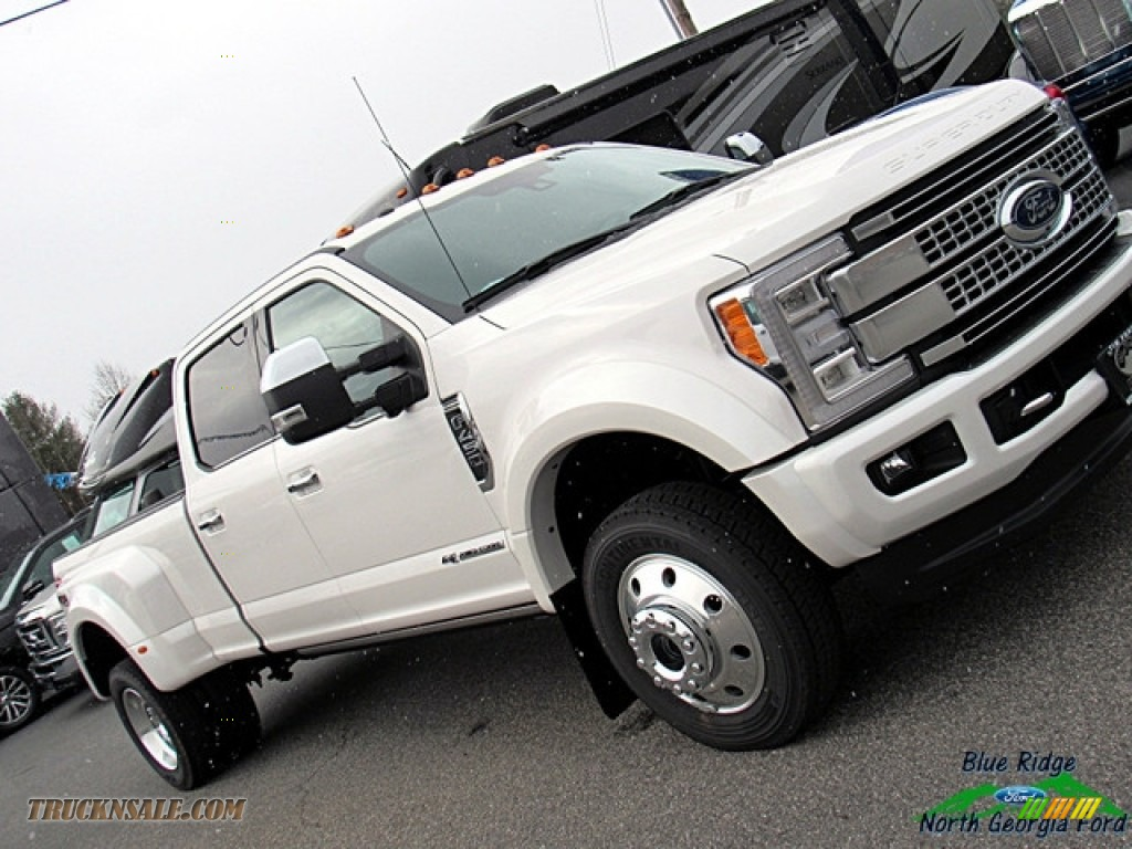 2018 F450 Super Duty Platinum Crew Cab 4x4 - White Platinum / Black photo #34