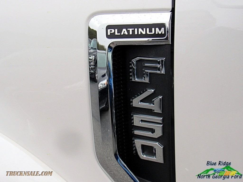 2018 F450 Super Duty Platinum Crew Cab 4x4 - White Platinum / Black photo #37