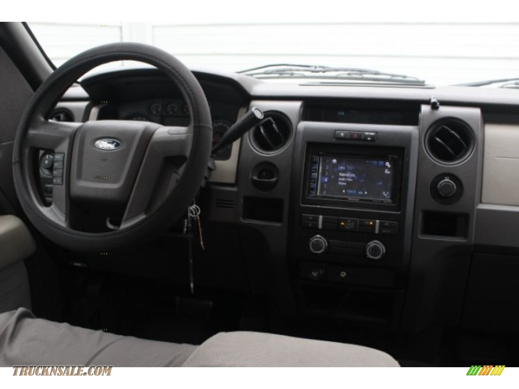 2010 F150 XL SuperCrew - Tuxedo Black / Medium Stone photo #24
