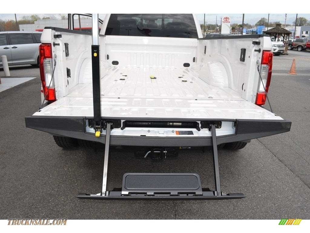 2018 F350 Super Duty Lariat Crew Cab 4x4 - White Platinum / Camel photo #7
