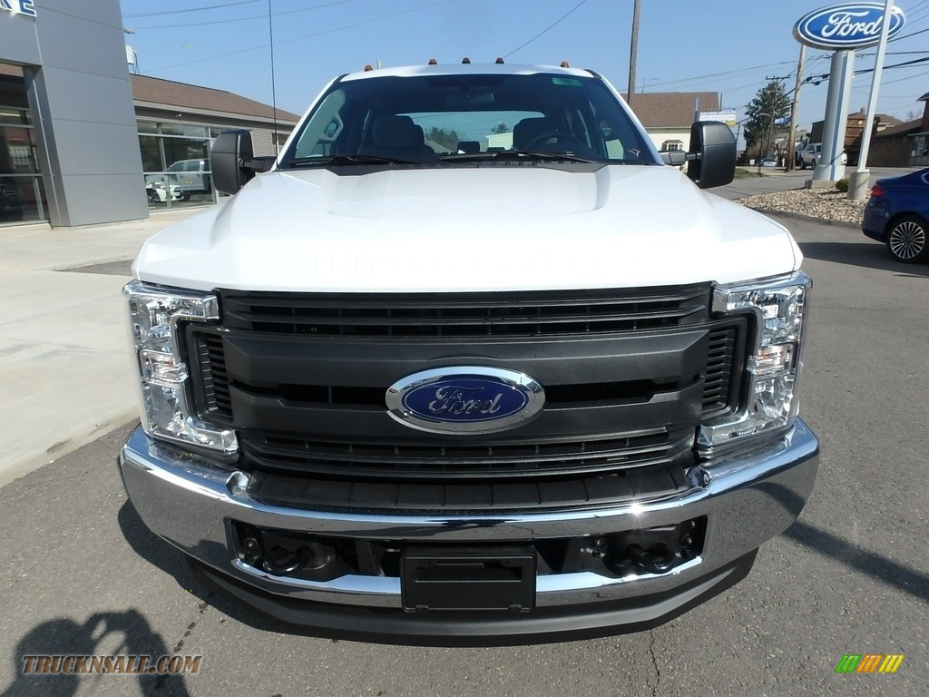 2018 F350 Super Duty XL Crew Cab 4x4 - Oxford White / Earth Gray photo #2