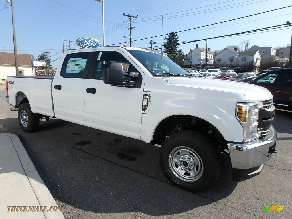 2018 F350 Super Duty XL Crew Cab 4x4 - Oxford White / Earth Gray photo #3