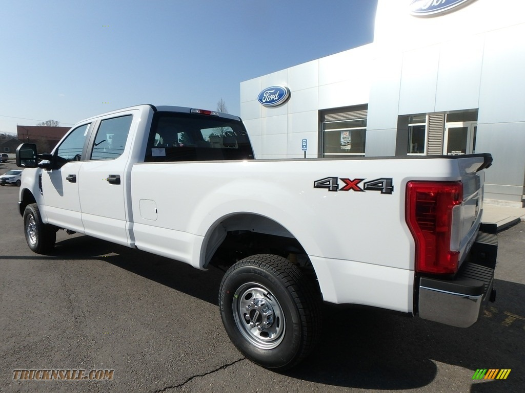 2018 F350 Super Duty XL Crew Cab 4x4 - Oxford White / Earth Gray photo #8