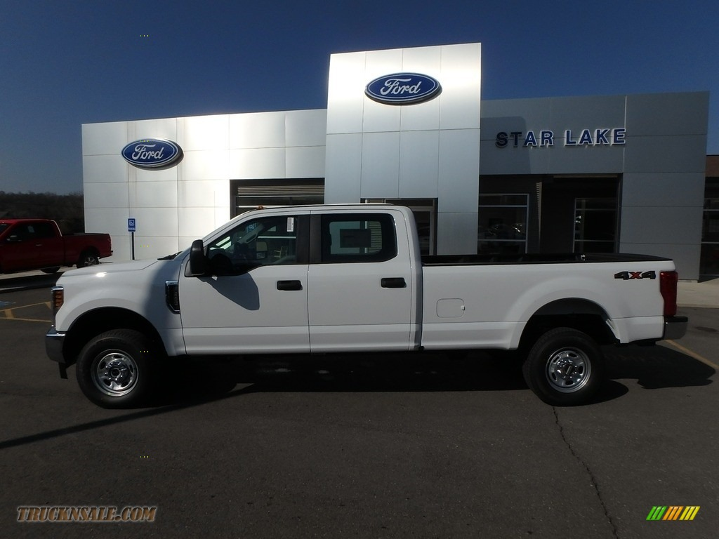 2018 F350 Super Duty XL Crew Cab 4x4 - Oxford White / Earth Gray photo #9