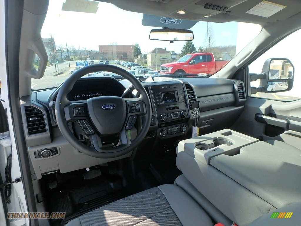 2018 F350 Super Duty XL Crew Cab 4x4 - Oxford White / Earth Gray photo #13
