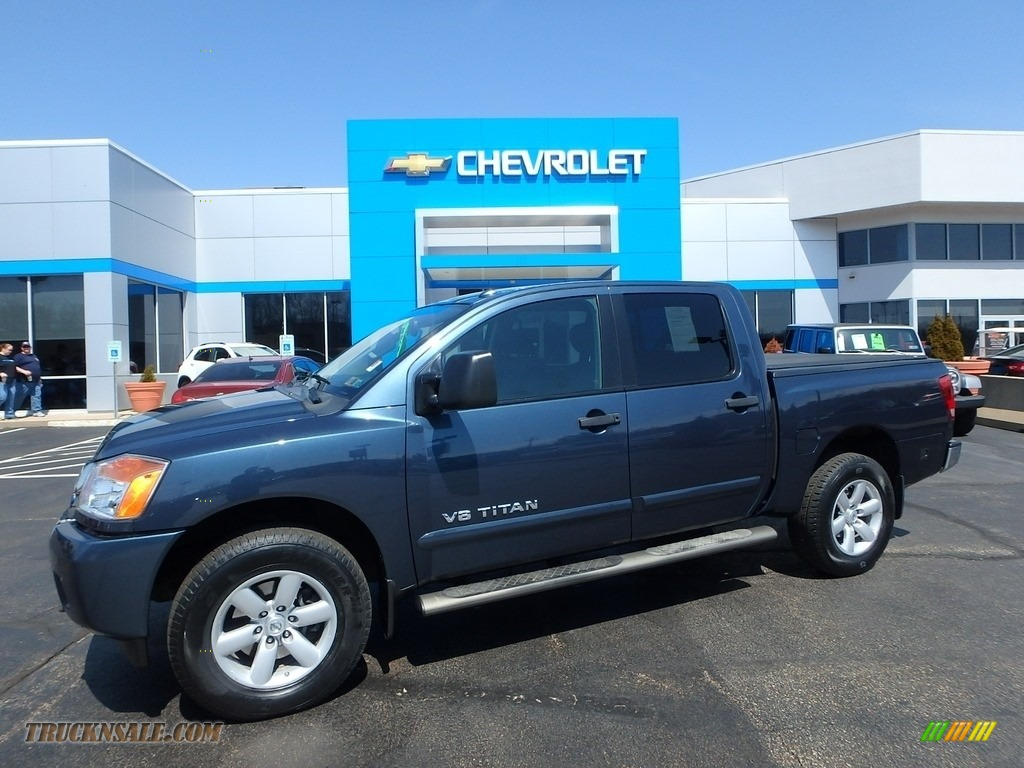 2013 Titan SV Crew Cab 4x4 - Graphite Blue / Charcoal photo #1