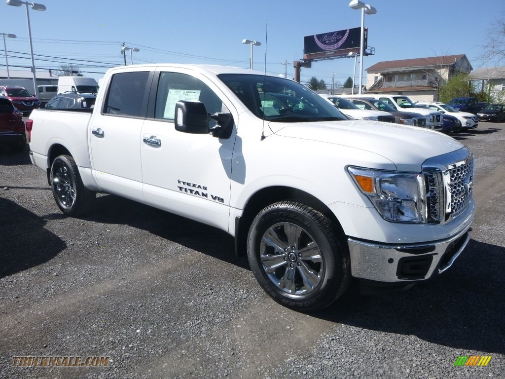 2018 Titan SV Crew Cab 4x4 - Glacier White / Black photo #1