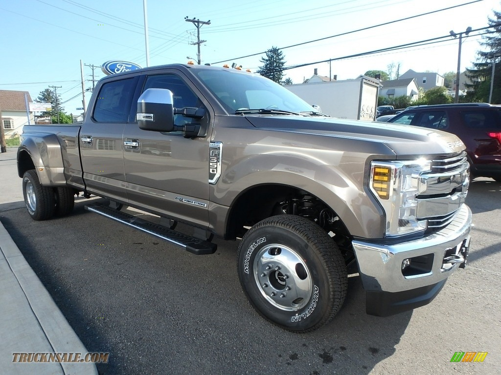 2018 F350 Super Duty Lariat Crew Cab 4x4 - Magnetic / Black photo #3