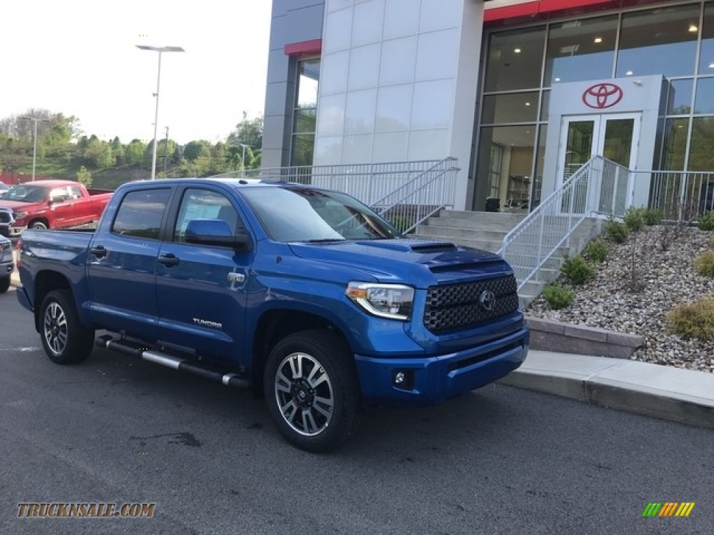 2018 Tundra SR5 CrewMax 4x4 - Blazing Blue Pearl / Graphite photo #1