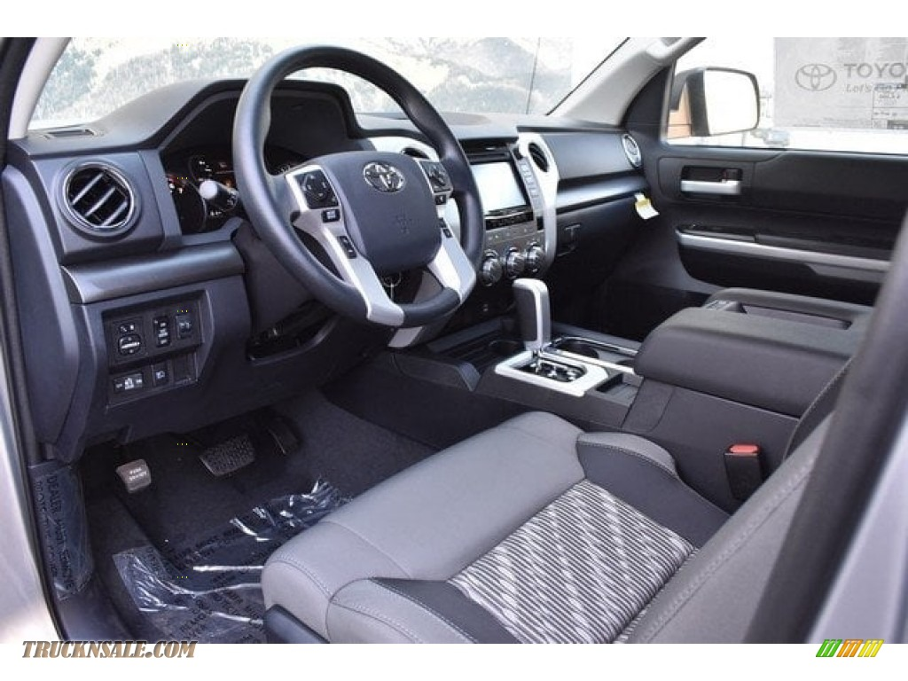 2018 Tundra SR5 Double Cab 4x4 - Silver Sky Metallic / Graphite photo #5