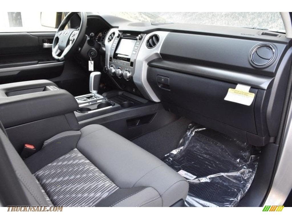 2018 Tundra SR5 Double Cab 4x4 - Silver Sky Metallic / Graphite photo #10