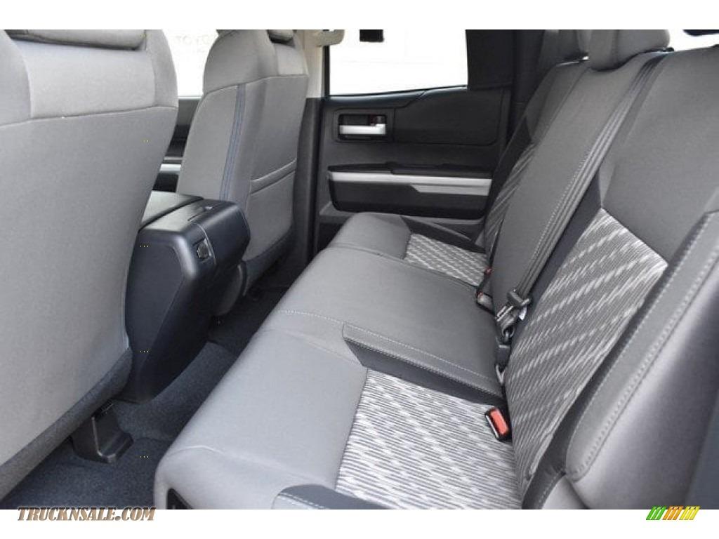 2018 Tundra SR5 Double Cab 4x4 - Silver Sky Metallic / Graphite photo #14