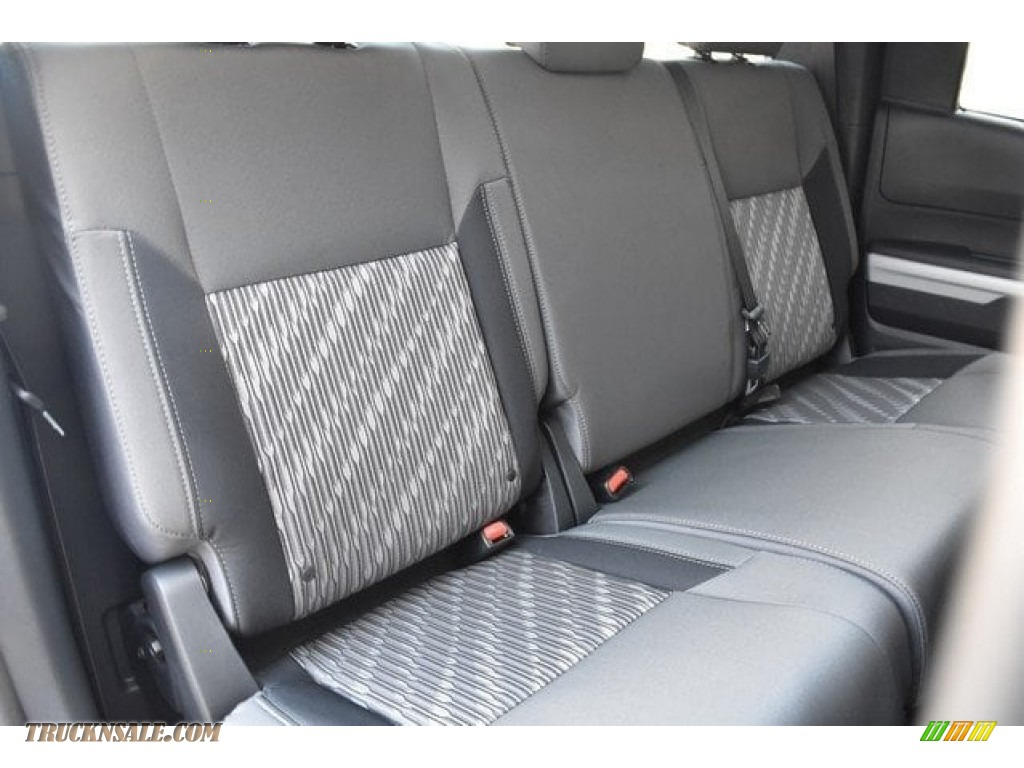 2018 Tundra SR5 Double Cab 4x4 - Silver Sky Metallic / Graphite photo #18