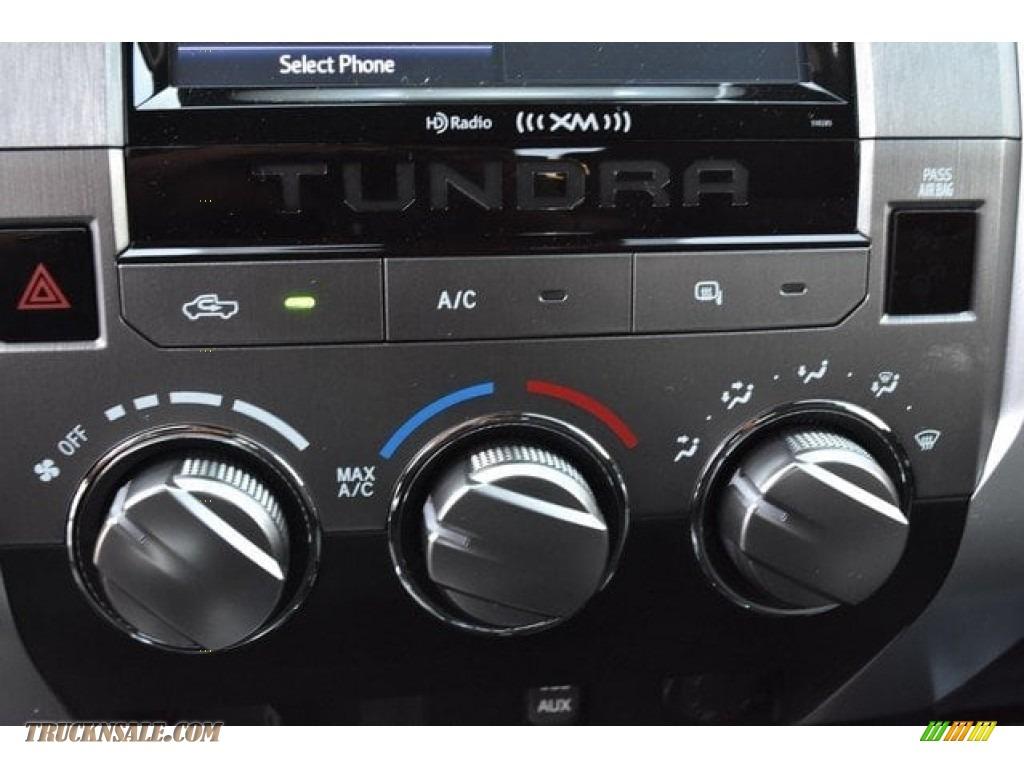 2018 Tundra SR5 Double Cab 4x4 - Silver Sky Metallic / Graphite photo #29