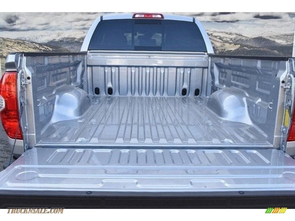 2018 Tundra SR5 Double Cab 4x4 - Silver Sky Metallic / Graphite photo #30
