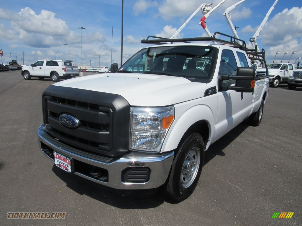 2016 F250 Super Duty XL Crew Cab - Oxford White / Steel photo #1