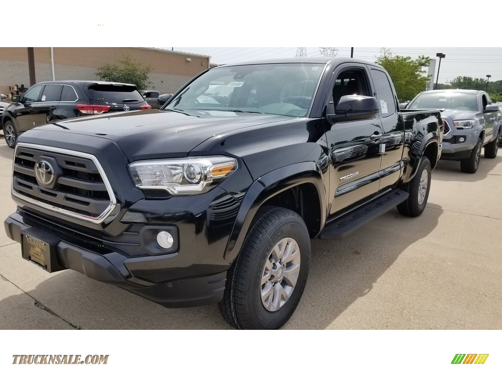 2018 Tacoma SR5 Access Cab - Midnight Black Metallic / Cement Gray photo #1