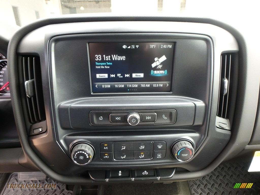 2018 Silverado 1500 Custom Crew Cab 4x4 - Silver Ice Metallic / Dark Ash/Jet Black photo #19