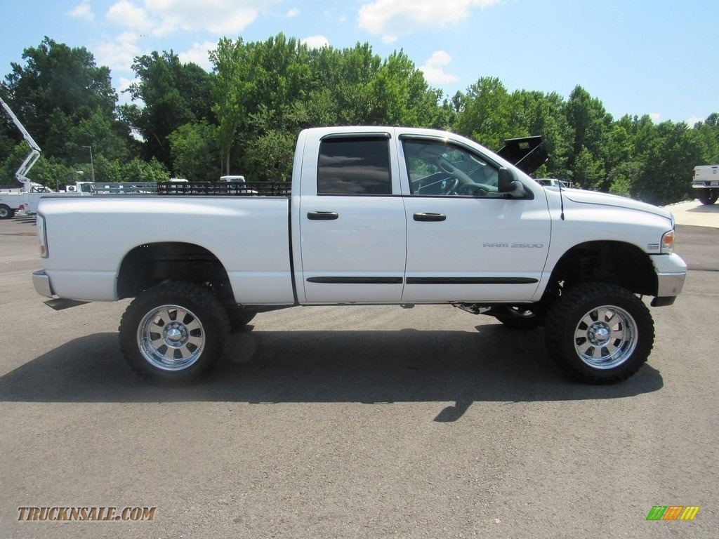 2004 Ram 2500 ST Quad Cab 4x4 - Bright White / Taupe photo #6
