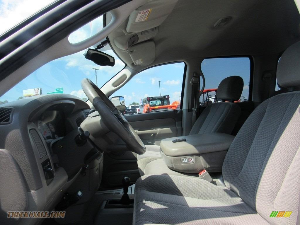 2004 Ram 2500 ST Quad Cab 4x4 - Bright White / Taupe photo #16