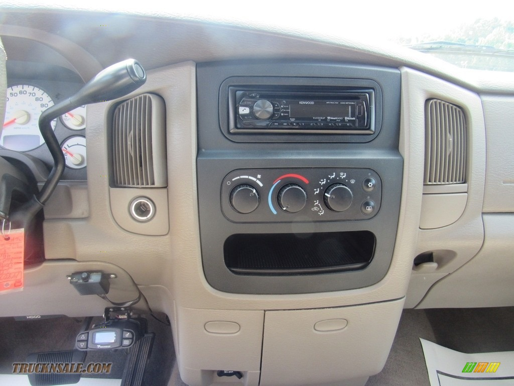 2004 Ram 2500 ST Quad Cab 4x4 - Bright White / Taupe photo #21