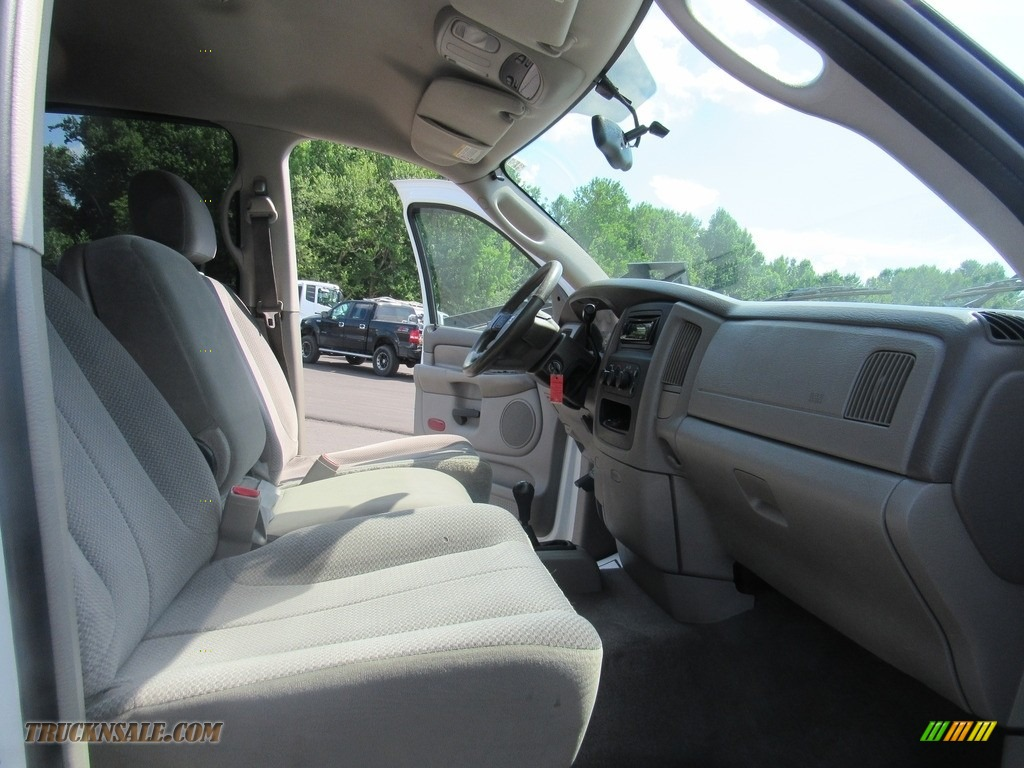 2004 Ram 2500 ST Quad Cab 4x4 - Bright White / Taupe photo #26