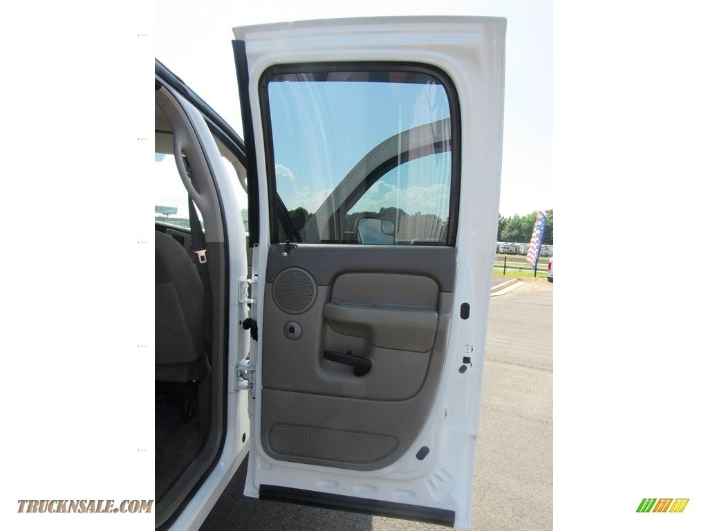 2004 Ram 2500 ST Quad Cab 4x4 - Bright White / Taupe photo #28