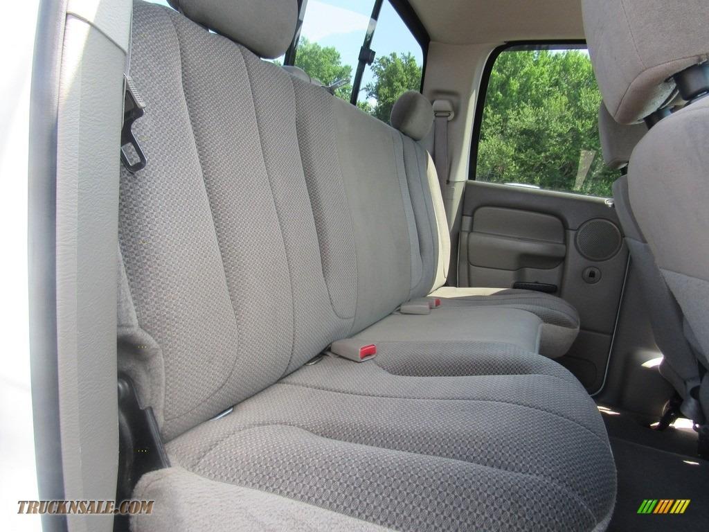 2004 Ram 2500 ST Quad Cab 4x4 - Bright White / Taupe photo #30