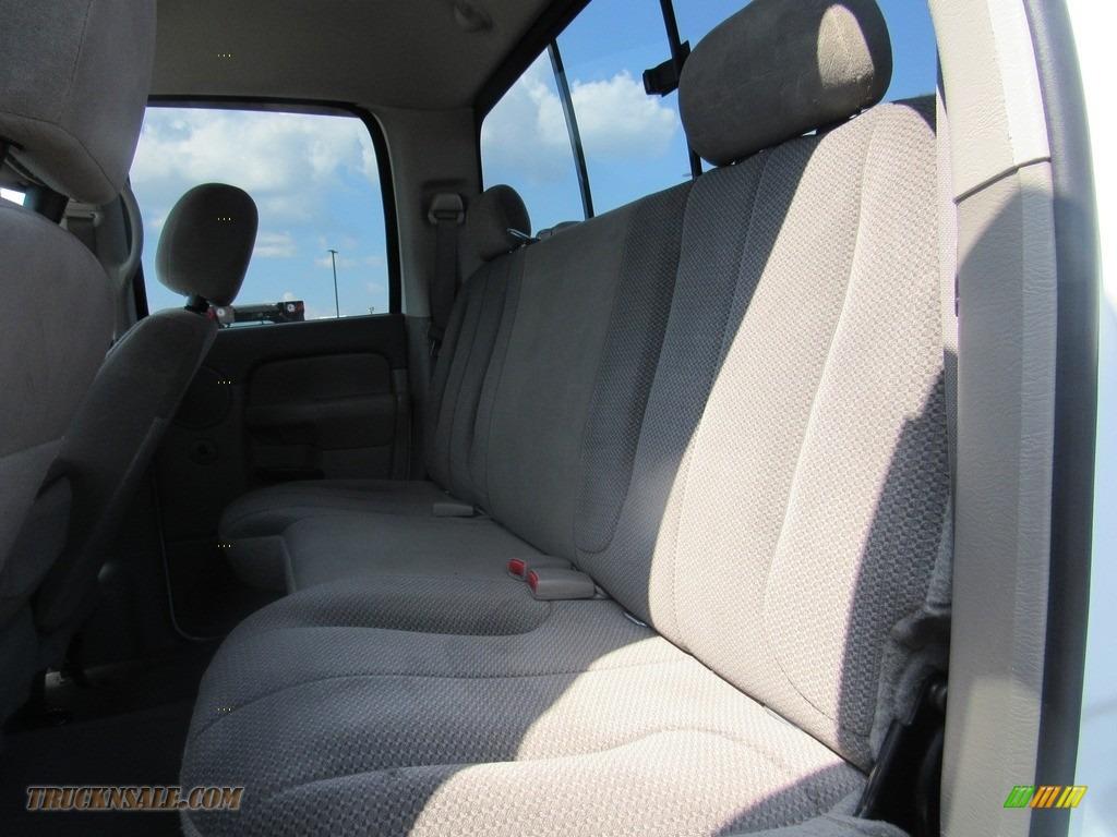 2004 Ram 2500 ST Quad Cab 4x4 - Bright White / Taupe photo #34