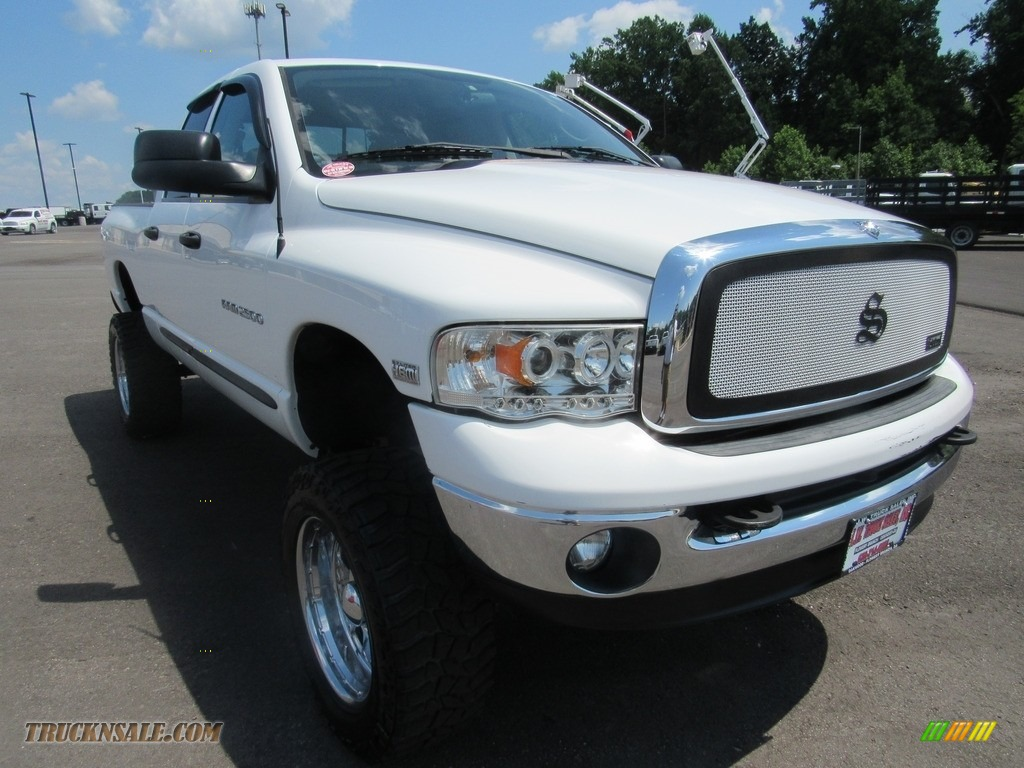 2004 Ram 2500 ST Quad Cab 4x4 - Bright White / Taupe photo #56