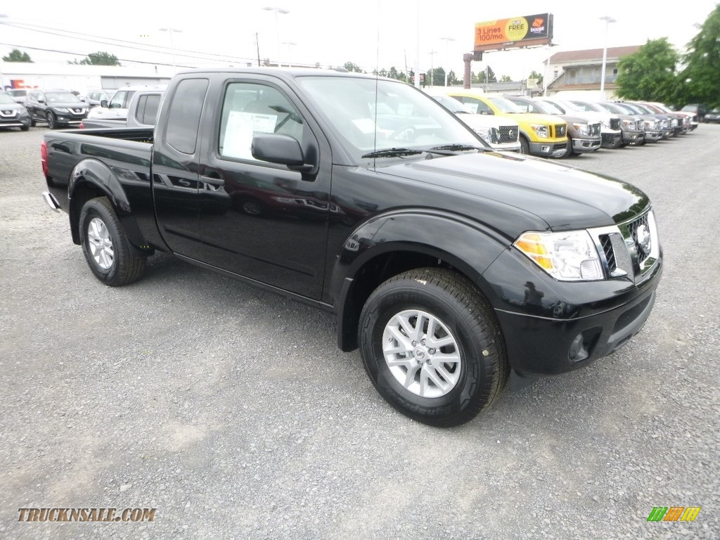2018 Frontier SV King Cab 4x4 - Magnetic Black / Beige photo #1