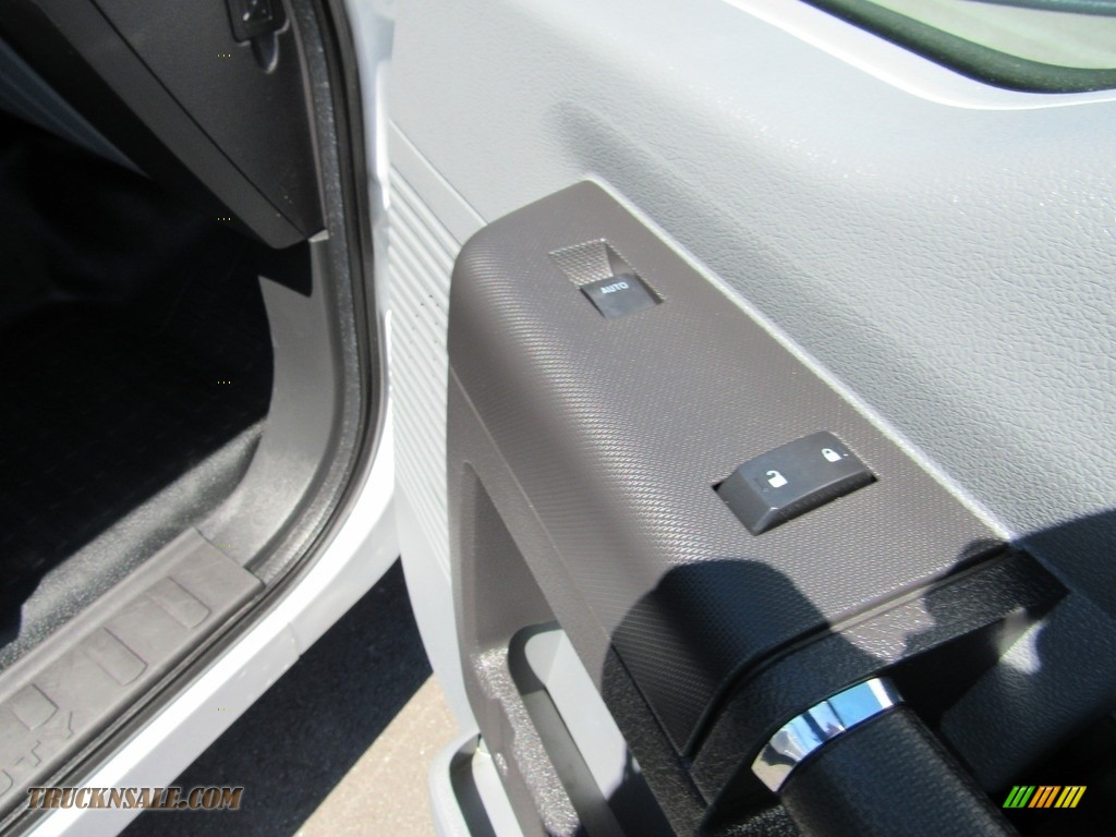 2015 F250 Super Duty XL Regular Cab - Oxford White / Steel photo #20